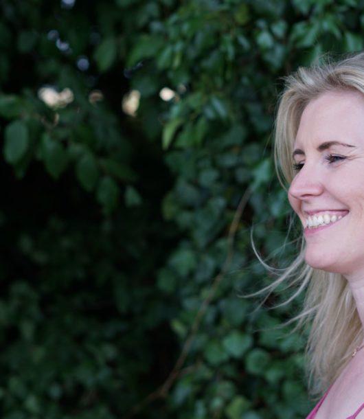 Julia lacht